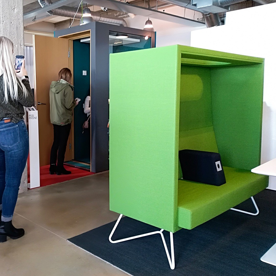Visit INTO SHOWROOM - INTO the Nordic Silence / CUBE sofa and students visiting